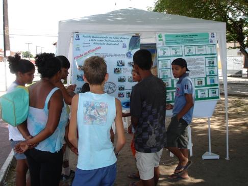 Alunos do Clube de Ciências divulgam seu conhecimento para a comunidade