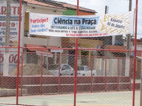 Faixas buscam divulgar o evento junto aos moradores