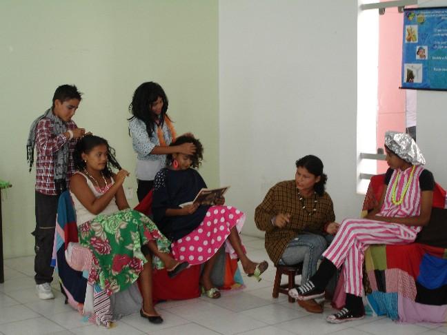 """Apresentação da peça Fuxico no Salão: uma Ação contra a Dengue"""" no Museu do Homem Sergipano (Aracaju) - 2008"""