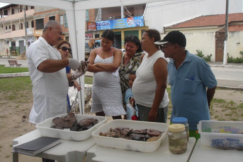 Técnico Ailton Vieira Santos (DMO/UFS) durante apresentando no Ciência na Praça